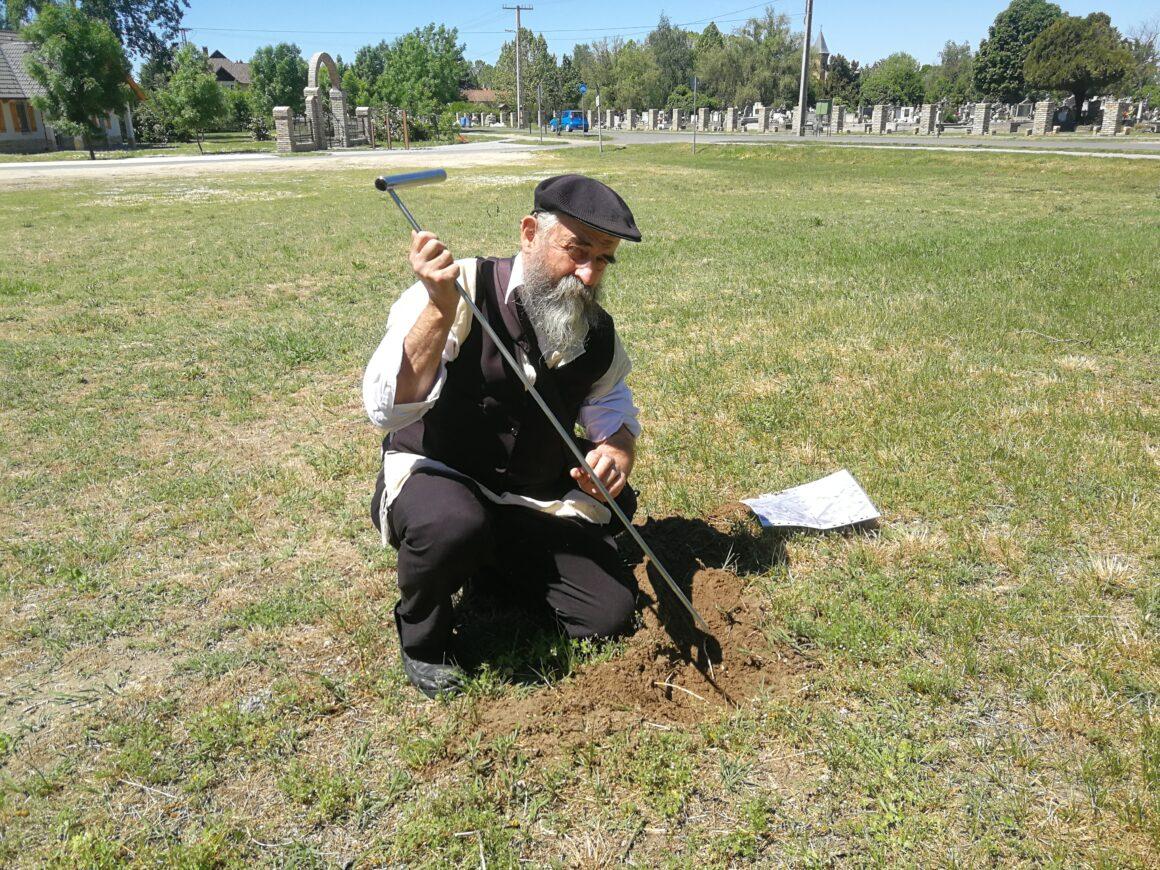 """Megmenekül az """"újrahasznosításra"""" szánt hencidai zsidó temető"""
