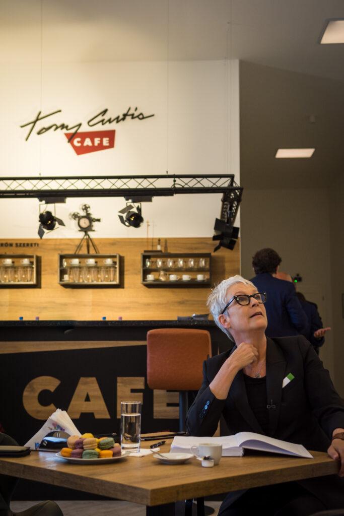 A Héten Nyit Tony Curtis Kávéháza Mátészalkán